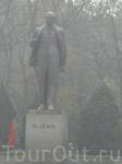 Памятник В.И. Ленину в одном из скверов Ханоя-символ ушедшей, но еще не забытой эпохи