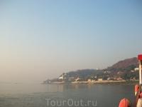 течет иравади с гималайских высот в индийский океан