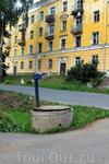Колонка на Спасской улице. Такие приспособления для добычи воды в городе не редкость, многие до сих пор ими пользуются, вода та же, что и в кране.