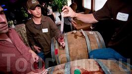 Каждый желающий может попасть на Остров Сокровищ и ознакомиться с историей города и местного виноделия. Копания «Bluxome Street» каждую последнюю субботу ...