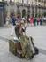 Площадь Пуэрта Дель Соль. Живая скульптура наносит макияж