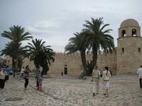 У стен Старого города.