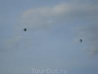 Воздушные шары в небе над городом. В Лейпциге, кстати, через несколько дней проходил фестиваль воздушных шаров, но к сожалению из-за погодных условий в ...