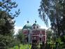 Георгиевская церковь (1790 год) расположена рядом с Вознесенской церковью