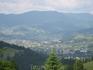 поселок Верховина уютно расположился среди гор, вот такой вид открывается с горы Синица