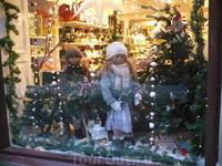 В преддверии Старого Нового Года - праздник у нас, витрины в Старом городе...