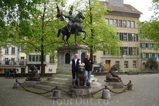 Мемориальный комплекс Рудольфу фон Эрлаху  Рудольф фон Эрлах (Rudolf von Erlach) жил в 1299-1360 гг. и в 1339 году был лидером конфедератов в битве при ...