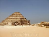 Ступенчатая пирамида Джосера(первая пирамида Древнего Египта).