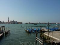 Вот такой нас встретила Венеция.. Утро.. Еще не жарко.. Я в нее влюбилась сразу! С первого взгляда!