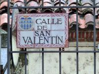 К собору мы брели по улочке, которая, как оказалось, носит имя святого Валентина.