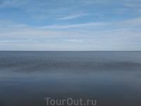 Праздник проходит на берегу Белого озера. Это третье по величине озеро Европы. В этот праздничный день оно спокойно.
