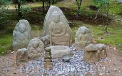 Древние статуи.