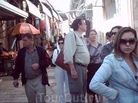 Мы шли по узким улочкам Старого города