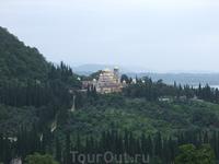 Один из видов сверху на Новоафонский монастырь и долину.
