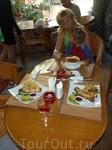 """Больше всего нам понравилось кафе на ул.Козлова 4 """"Зимний сад"""". Выше всех похвал - недорого, большие порции, очень вкусно.С удовольствием сюда вернемся ..."""