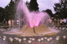 Это фонтан ночью