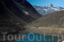 Озеро на высокогорных перевалах по дороге Манали-Лех (высота около 5000 метров)