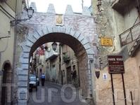 Стило. Средневековая арка. Порта Реале.