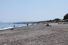 пляж;  впереди Аг.Марина
