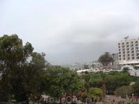 Таков был вид из нашего окна в номере отеля.