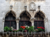 красивые окна на улице Декуманус