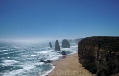 """Одна из самых ярких достопримечательностей Австралии - скалы перед обрывистой береговой линией, именуемые """"12 апостолов"""". Захватывающий вид.  в Австралии ..."""