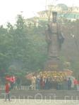 Памятник основателю Ханоя Ли Тхай То