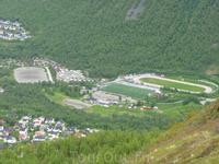 Стадион у подножья горы