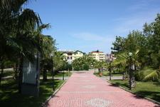 Это импровизированный парк, который ведет к центру Конаклов) Центр Конаклов - это часики, на которых написано Konakli