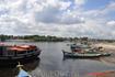 Паранагуа. Цветные лодочки на пристани, их используют в качестве водного такси.