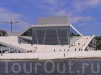 А это уже здание оперы.