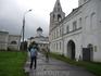 Ярославово  Дворище. Вдали,на  заднем  плане, виднеется  купол   церкви  Филиппа  Апостола  и  Николая  Чудотворца.