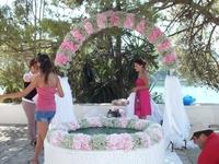 о-в Понтикониси, подготовка к свадьбе