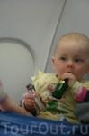 ребятенок успокоился в самолете только тогда, когда получил бутылочки))))) Русский)