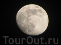 Луна на побережье тихого океана, побережье хоть и грязное но Луна красивая. Для справки с одной стороны острова побережьетихого океана с другой - побережье ...
