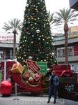 На территории Santa Monica Place Mall.