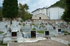 И даже кладбище здесь красивое.