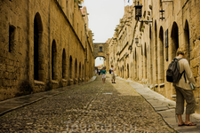 Улица Рыцарей, центр рыцарского квартала Старого города, называемого Коллахио.