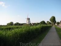Бельгия. Дорога в Дамме. Вдоль канала всего 5 км