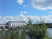 Верхне-Свирская ГЭС была построена в 1954 году и до сих пор работает, ее лишь иногда подновляют и ремонтируют. Станция обеспечивает электроэнергией Санкт-Петербург ...