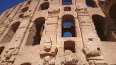 величественный Колизей (238 г. н.э), рассчитанный на 35 тысяч зрителей