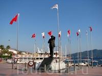 Мустафа Кемаль Ататюрк является очень уважаемым человеком в Турции. Его имя до сих пор окружено почетом и поклонением. Запрещены любые нелицеприятные высказывания ...