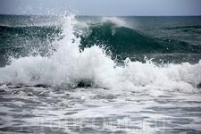 Остров Родос омывается двумя морями Эгейским и Средиземным. Эгейское море с восточной стороны и Средиземное - на западном побережье.