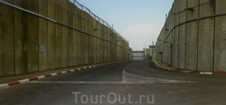 Дорога к Мавзолею, как в тоннеле без крыши