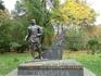 Памятник трижды Герою Советского Союза, Маршалу авиации Ивану Кожедубу был открыт в киевском Парке Славы 9 мая 2010 года. Над проектом памятника работала ...