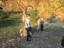 Местный мальчик собирает по 50 рублей с туристов за фото у горного козла.