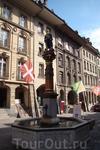 """Фонтан """"Юстиция"""", известный также как фонтан Правосудия, является одним из знаменитых бернских фонтанов 16 века. Он находится в центре главной площади ..."""