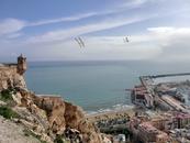 А здесь хорошо виден пляж Postiguet.