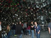 Инсталляции в Кристаллвельтен интересны и взрослым и детям.
