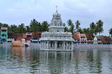 Индуистский храм в Сучиндрам (Suchindram) - небольшой городок, расположенный в 13 км от Каньякумари  в 85 км от Тривандрума